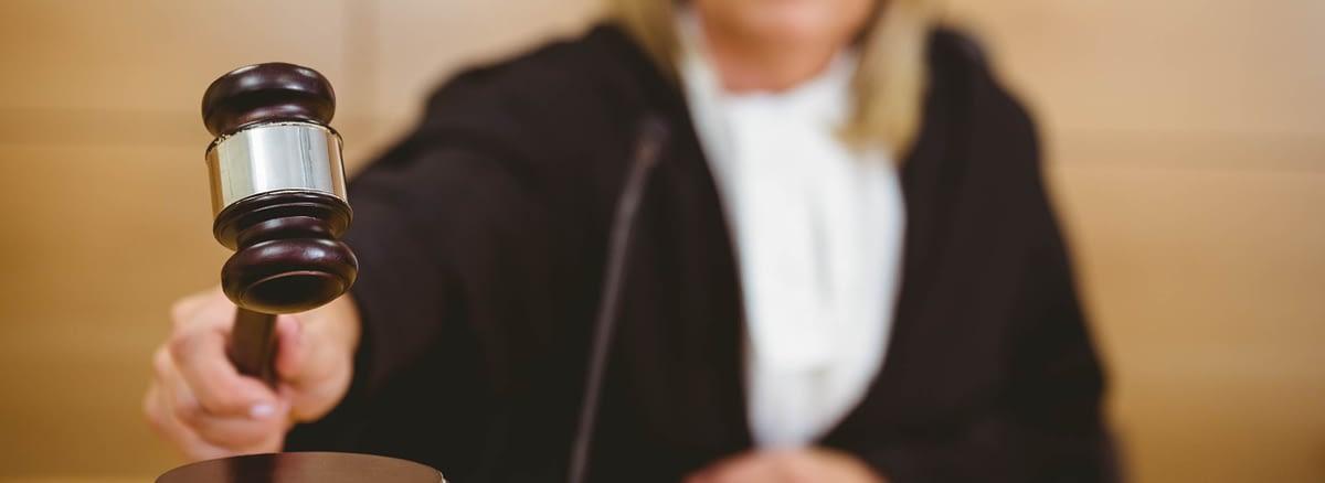 Sutkinja u sudnici